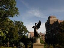 Άγγελος του γλυπτού νερών ή του άσπρου μνημείου του George Robert, δημόσιος κήπος της Βοστώνης, Βοστώνη, Μασαχουσέτη, ΗΠΑ Στοκ εικόνα με δικαίωμα ελεύθερης χρήσης