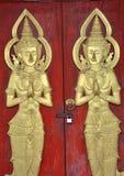 Άγγελοι και πόρτα γλυπτών Στοκ εικόνα με δικαίωμα ελεύθερης χρήσης