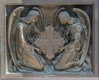 Άγγελοι με το σταυρό Στοιχείο των διακοσμητικών πυλών, Στοκ εικόνα με δικαίωμα ελεύθερης χρήσης