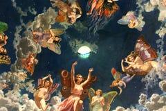 Άγγελοι στη στέγη Στοκ εικόνες με δικαίωμα ελεύθερης χρήσης