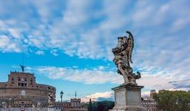 Άγγελος από Bernini και το Castel Sant ` Angelo Στοκ Φωτογραφίες