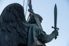 Άγγελος με ένα ξίφος στο κιγκλίδωμα του καθεδρικού ναού του ST Isaac Στοκ Φωτογραφία