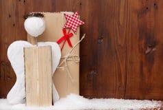 Άγγελος με τη δόξα και μαγικές ράβδοι για μια κάρτα Χριστουγέννων Στοκ Εικόνες