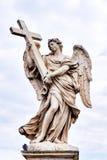 Άγγελος με το διαγώνιο άγαλμα στη γέφυρα Ponte Sant Angelo στη Ρώμη Στοκ εικόνες με δικαίωμα ελεύθερης χρήσης