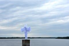 Άγγελος πέρα από τον ποταμό Στοκ φωτογραφία με δικαίωμα ελεύθερης χρήσης
