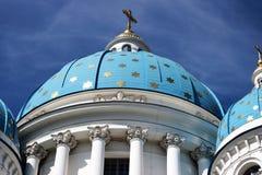 Άγγελος στον μπλε θόλο με τα χρυσά αστέρια Στοκ Εικόνες