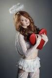 Άγγελος της αγάπης Έννοια φωτογραφιών, στο γκρίζο υπόβαθρο Στοκ φωτογραφία με δικαίωμα ελεύθερης χρήσης