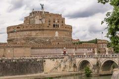 Άγγελος Castle Sant ` Angelo Άγιος Castel και γέφυρα πέρα από τον ποταμό Tiber - Ρώμη, Ιταλία Στοκ Εικόνες