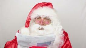 Άγιος Βασίλης είναι readig επιστολές από τα παιδιά φιλμ μικρού μήκους