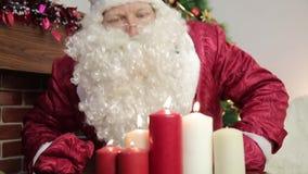Άγιος Βασίλης εκρήγνυται τα κεριά απόθεμα βίντεο