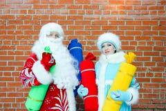 Άγιος Βασίλης και δεσποινίδα Άγιος Βασίλης Στοκ Φωτογραφία