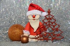 Άγιος Βασίλης με τα παιχνίδια Στοκ φωτογραφία με δικαίωμα ελεύθερης χρήσης