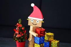 Άγιος Βασίλης φέρνει τα χριστουγεννιάτικα δώρα Στοκ εικόνες με δικαίωμα ελεύθερης χρήσης