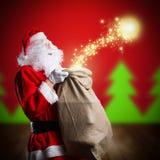 Άγιος Βασίλης με τα Χριστούγεννα μαγικά Στοκ φωτογραφία με δικαίωμα ελεύθερης χρήσης