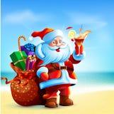 Άγιος Βασίλης που κρατά ένα ποτήρι του κοκτέιλ Στοκ Εικόνες