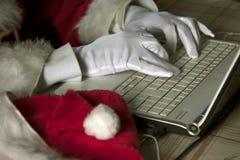 Άγιος Βασίλης στο lap-top Στοκ εικόνες με δικαίωμα ελεύθερης χρήσης