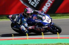 Άγιος Μαρίνος Ιταλία - 12 Μαΐου: Επίσημη ομάδα SBK Rizla του Alex Lowes GBR Yamaha YZF R1 Pata Yamaha, στη δράση στο κύκλωμα Imol Στοκ Εικόνες