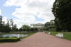Άγιος-ΠΕΤΡΟΥΠΟΛΗ, ΡΩΣΙΑ - 10 Ιουλίου 2014: Το πάρκο Tsarskoye Selo παλατιών της Catherine Στοκ Εικόνες