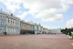 Άγιος-ΠΕΤΡΟΥΠΟΛΗ, ΡΩΣΙΑ - 10 Ιουλίου 2014: Το παλάτι της Catherine, που βρίσκεται στην πόλη Tsarskoye Selo Στοκ εικόνες με δικαίωμα ελεύθερης χρήσης