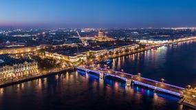 Άγιος-Πετρούπολη εικονική παράσταση πόλης, καθεδρικός ναός Isaacs, ναυαρχείο, γέφυρα παλατιών, εναέρια άποψη πρωινού της Άγιος-Πε στοκ εικόνες με δικαίωμα ελεύθερης χρήσης