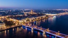 Άγιος-Πετρούπολη εικονική παράσταση πόλης, καθεδρικός ναός Isaacs, ναυαρχείο, γέφυρα παλατιών, εναέρια άποψη πρωινού της Άγιος-Πε στοκ εικόνα
