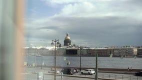 Άγιος-Πετρούπολη, Ρωσία - 26 Αυγούστου 2017: Ποταμός Neva και ανάχωμα πόλεων απόθεμα βίντεο
