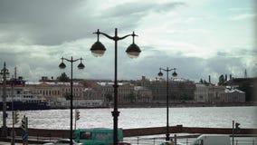 Άγιος-Πετρούπολη, Ρωσία - 26 Αυγούστου 2017: Ποταμός Neva και ανάχωμα πόλεων φιλμ μικρού μήκους