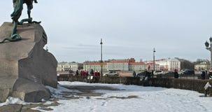 Άγιος Πετρούπολη, Ρωσία στις 2 Μαρτίου 2019: Μνημείο του Μέγας Πέτρου από πίσω στο ανάχωμα ποταμών Neva Διάσημος χαλκός απόθεμα βίντεο
