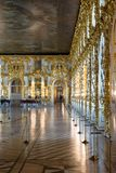 Άγιος-Πετρούπολη, ΡΩΣΙΑ - 30 ΑΠΡΙΛΊΟΥ 2019: Το θαυμάσιο εσωτερικό αιθουσών χορού μέσα στο παλάτι της Catherine, Pushkin, Tsarskoy στοκ φωτογραφίες