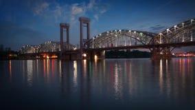 Άγιος-Πετρούπολη λευκό της Πετρούπολης Άγιος νυχτών neva γεφυρών φιλμ μικρού μήκους