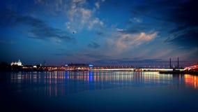 Άγιος-Πετρούπολη λευκό της Πετρούπολης Άγιος νυχτών neva γεφυρών απόθεμα βίντεο