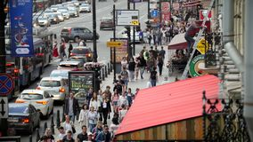 Άγιος-Πετρούπολη, Ρωσία, στις 3 Ιουλίου 2017, προοπτική Nevsky, μια συσσωρευμένη οδός στο κέντρο της Άγιος-Πετρούπολης φιλμ μικρού μήκους