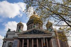 Άγιος σύνθετος καθεδρικός ναός της Πετρούπολης, Ρωσία, ST Isaac κρατικών μουσείο-μνημείων μουσείων o Κεντρικό μέρος της πόλης Περ στοκ φωτογραφίες με δικαίωμα ελεύθερης χρήσης