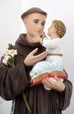 Άγιος Anthony του μωρού Ιησούς εκμετάλλευσης της Πάδοβας Στοκ Εικόνες