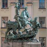 Άγιος George και ο δράκος στη Στοκχόλμη στοκ εικόνα