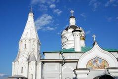 Άγιος George ο νικηφορόρος πύργος εκκλησιών και κουδουνιών Στοκ φωτογραφίες με δικαίωμα ελεύθερης χρήσης