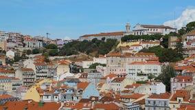Άγιος George Castle που καταλαμβάνει την κορυφή υψώματος διαταγής που κοιτάζει και που προστατεύει τη Λισσαβώνα απόθεμα βίντεο