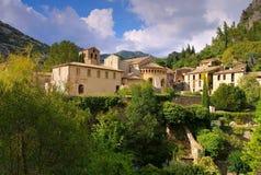 Άγιος-Guilhem-LE-έρημος, μεσαιωνικά χωριό και αβαείο στοκ εικόνα
