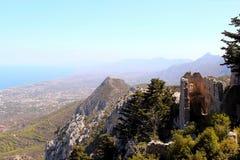 Άγιος Hilarion Castle στο βουνό στη Κύπρο Στοκ Εικόνες