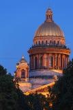 Άγιος Isaac Cathedral τη νύχτα, Άγιος Πετρούπολη, Ρωσία Στοκ φωτογραφία με δικαίωμα ελεύθερης χρήσης