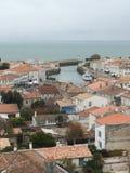Άγιος Martin EN σχετικά με - Ile de Re Nouvelle Aquitaine/Γαλλία - 11 10 2017: Εναέρια άποψη της αποβάθρας στο Άγιος-Martin-de-Πε στοκ εικόνες