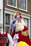 Άγιος Nicolaas στην άσπρη ιππασία του Στοκ Φωτογραφία