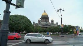 ΆΓΙΟΣ-ΠΕΤΡΟΥΠΟΛΗ, ΡΩΣΙΑ - 22 ΣΕΠΤΕΜΒΡΊΟΥ 2018: Καθεδρικός ναός του ST Isaac στο τετράγωνο του ST Isaac στην Άγιος-Πετρούπολη σε β απόθεμα βίντεο