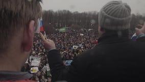 ΆΓΙΟΣ-ΠΕΤΡΟΥΠΟΛΗ, ΡΩΣΙΑ, ΣΤΙΣ 26 ΑΠΡΙΛΊΟΥ 2017 Ρωσική αντι κυβερνητική διαμαρτυρία φιλμ μικρού μήκους