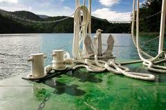 Άγκυρα και άσπρο ναυτικό σχοινί στοκ εικόνα με δικαίωμα ελεύθερης χρήσης