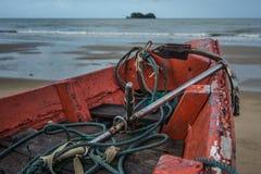 Άγκυρα και σχοινί στο αλιευτικό σκάφος Στοκ Φωτογραφία