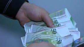 Άγνωστα μετρώντας χρήματα επιχειρηματιών Ελβετικός ειλικρινής φιλμ μικρού μήκους