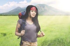 Άγνωστη γυναίκα που ένα βουνό Στοκ εικόνα με δικαίωμα ελεύθερης χρήσης