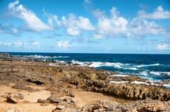 Άγρια ακτή της Αρούμπα στις Καραϊβικές Θάλασσες στοκ εικόνα