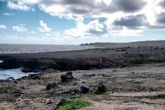 Άγρια ακτή της Αρούμπα στις Καραϊβικές Θάλασσες στοκ φωτογραφίες